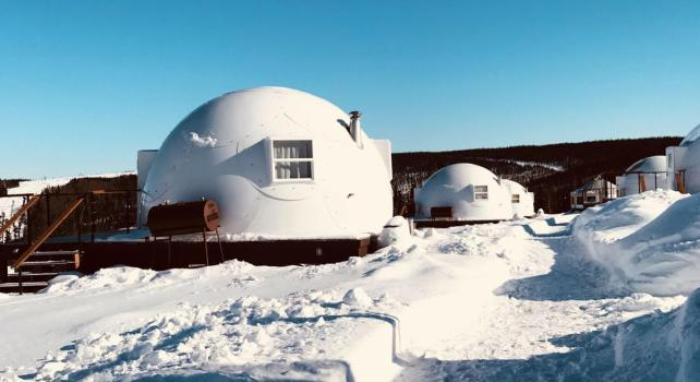 Borealis Basecamp : Des igloos pour découvrir les aurores boréales