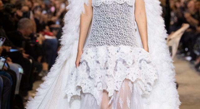 Louis Vuitton printemps/été 2022 : Inspirations XIXème siècle et silhouettes futuristes, le grand bal du temps