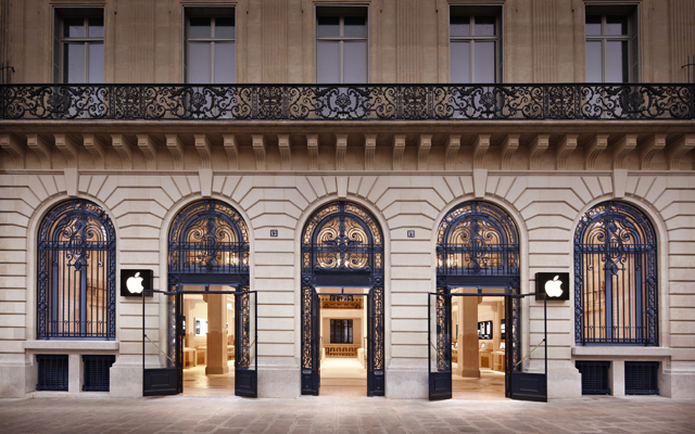 New Apple store in Paris