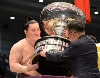 大相撲春場所:白鵬が36度目V…最多優勝記録を更新 - 毎日新聞