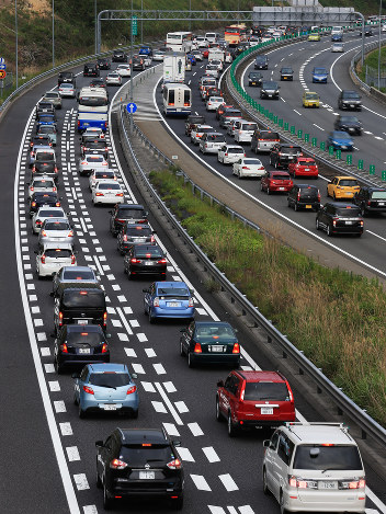 帰宅ラッシュ:高速渋滯 東海地方 - 毎日新聞