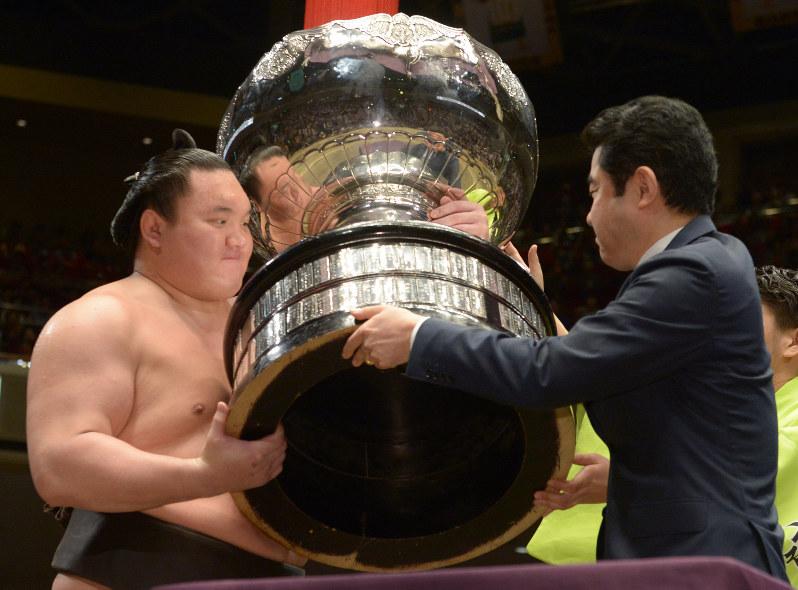 大相撲:白鵬が全勝で優勝 最多13度目 - 毎日新聞