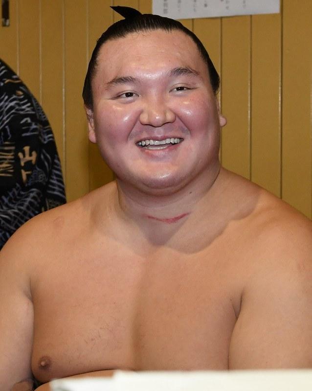 大相撲:白鵬,日本國籍を取得の意向 - 毎日新聞