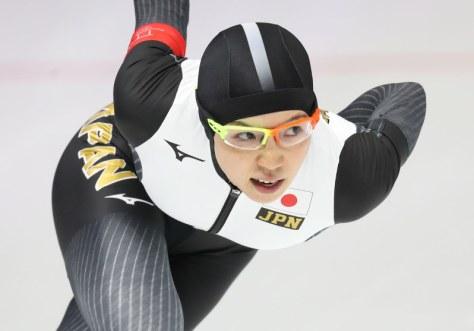 スピードスケート女子1000メートルで滑走する小平奈緒=江陵オーバルで2018年2月14日、佐々木順一撮影