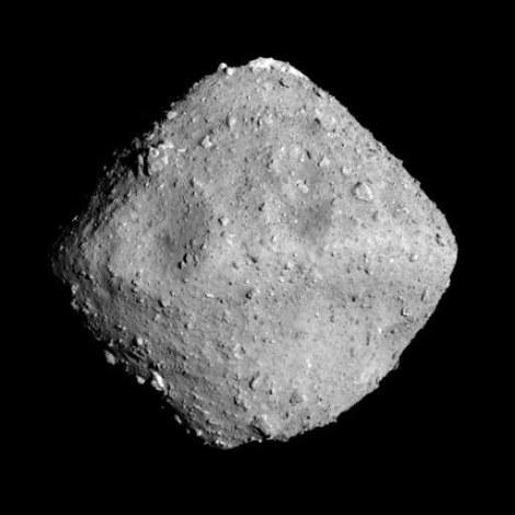 はやぶさ2が撮影した小惑星リュウグウ=2018年6月26日、宇宙航空研究開発機構、東京大など提供