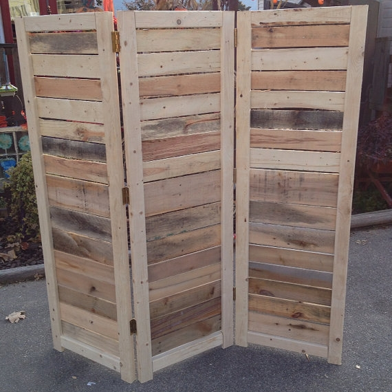 5 Wooden Pallet DIY Projects For Your Tiny Apartment on Pallet Room  id=23217