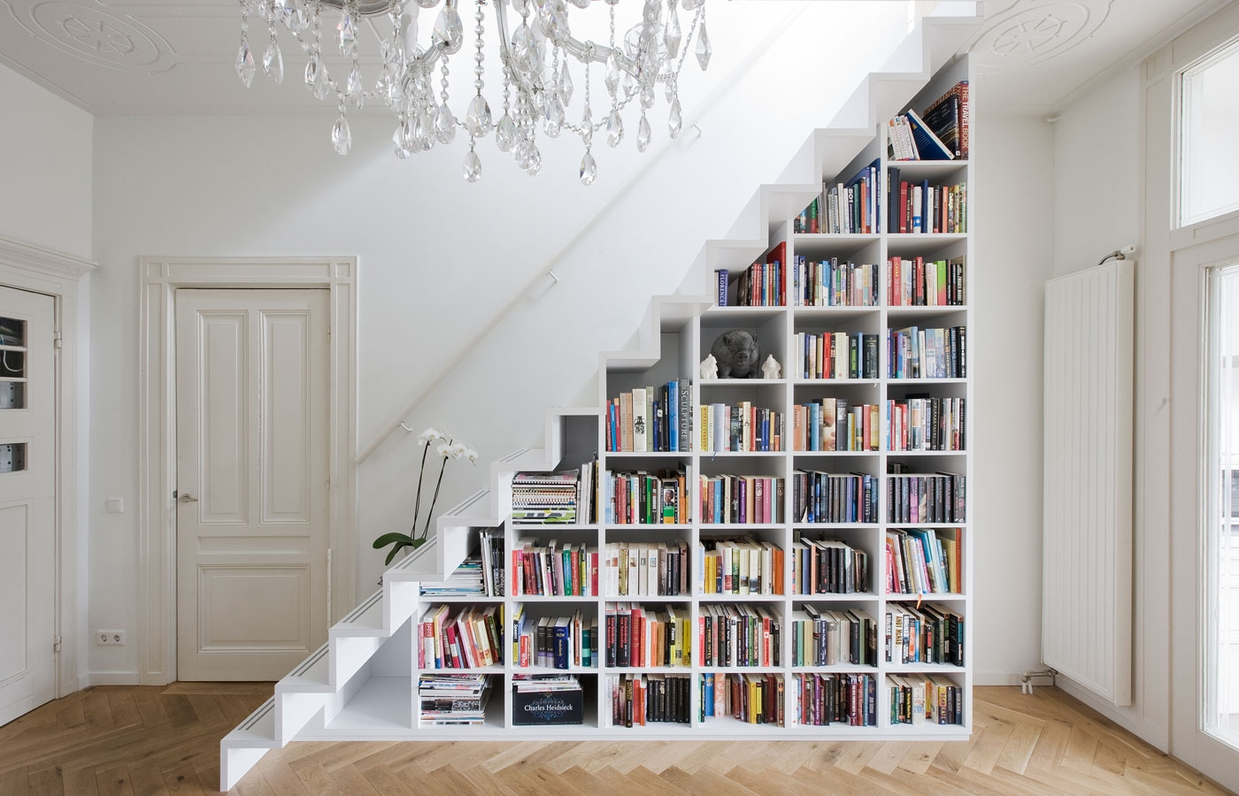 9 Creative Book Storage Hacks For Small Apartments | Creative Stairs For Small Spaces | Build In Storage | Compact | Interior | Round Shape | Wooden