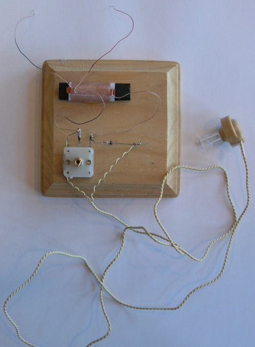 Small Two Coil Loop Crystal Radio