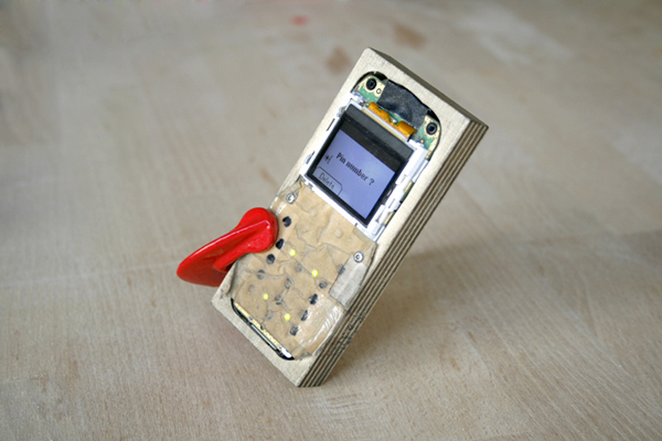 cellphonecasemod.jpg