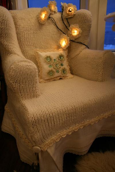 knittedChairCvr.jpg