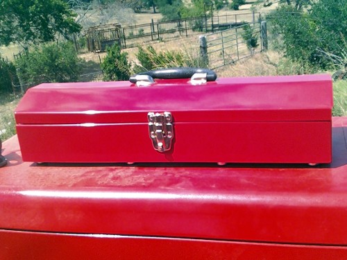 magnetic_toolbox_close_up.jpg