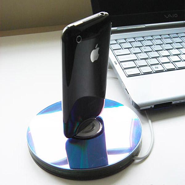 recycled-cd-iphone-dock.jpg