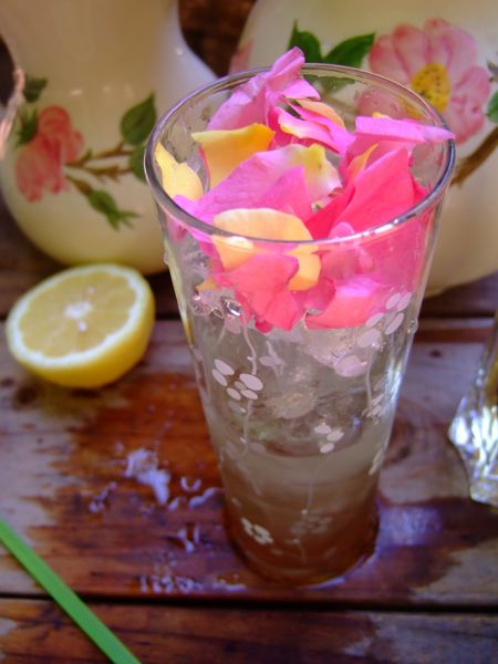 Rosepetalcocktail_step3.jpg