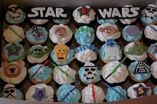 flickrstarwarscupcakes.jpg