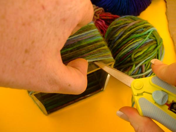 yarnwrappedvase_step5.jpg