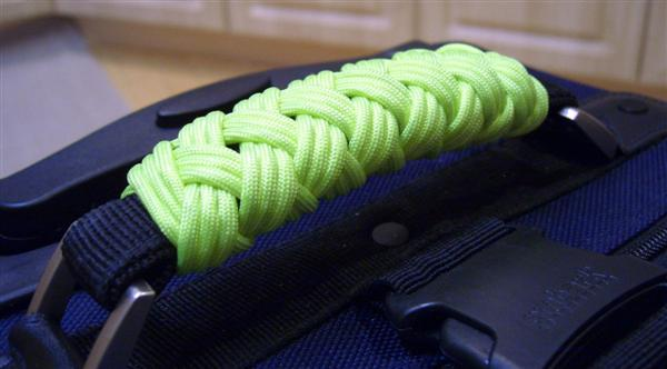 stormdrane_luggage_handle_wrap_01.JPG