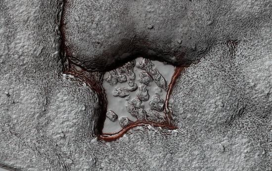 Universal Site Graphics Blogs Bigpicture Mars 11 06 M04 43790925