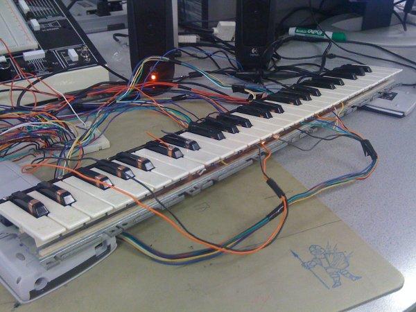 cornell_keyboard_synth.jpg