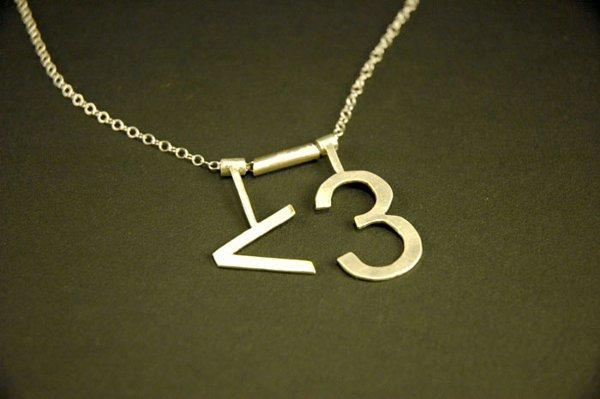 ascii_heart_necklace.jpg