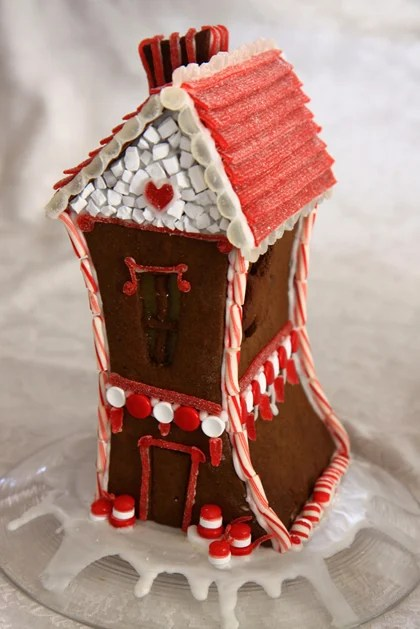 Valentine_Gingerbread_house.jpg