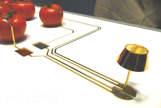 inhabitat_tomato_powered_lamp.jpg