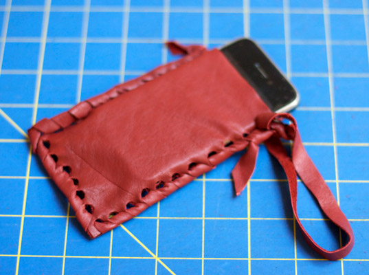 diy-leather-iphone-pouch-11.jpg