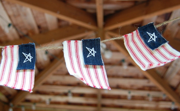how_to_american_flag_garland_4th_july.jpg