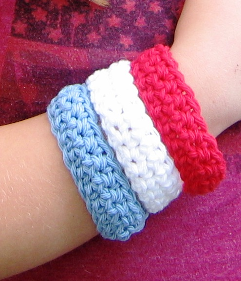 how_to_crochet_red_white_blue_bangles.jpg