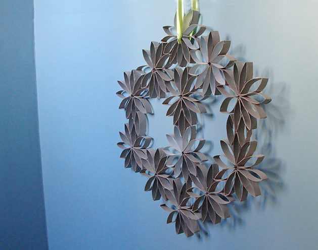 how_to_make_toilet_paper_roll_wreath.jpg