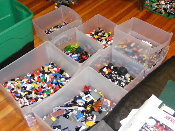 7 Good Ways and 3 Bad Ways to Organize Your Lego Make