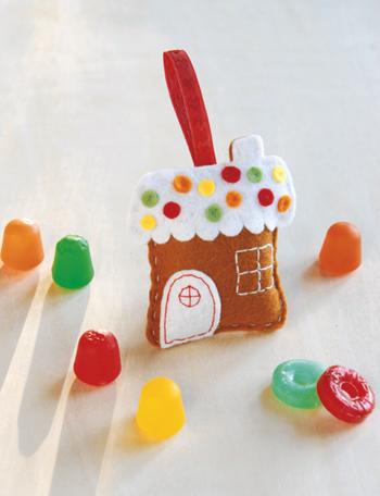 how_to_felt_gingerbread_house_ornament.jpg