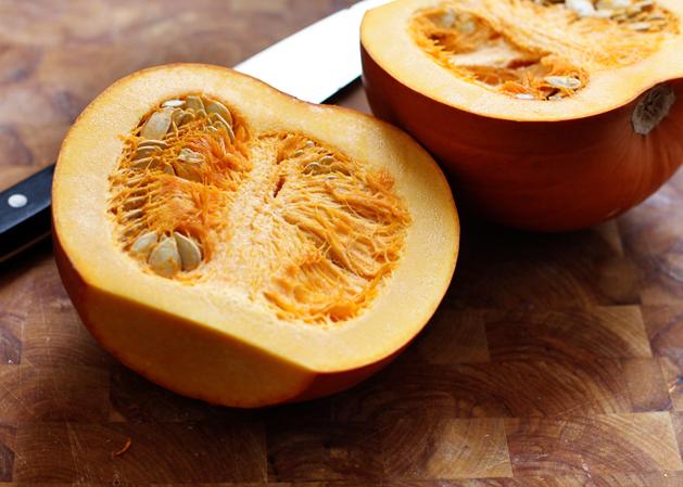 Kitchen101-Pumpkinpuree-Cutinhalf