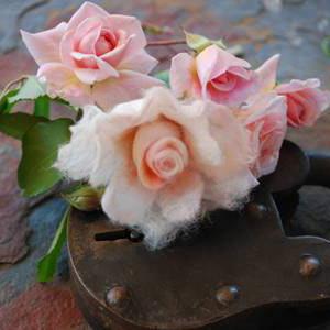 livingcrafts-felted rose-freepattern.jpg