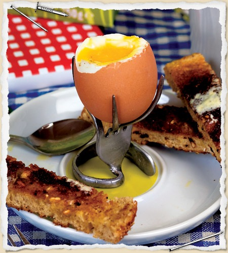 bent_fork_egg_cup.jpg
