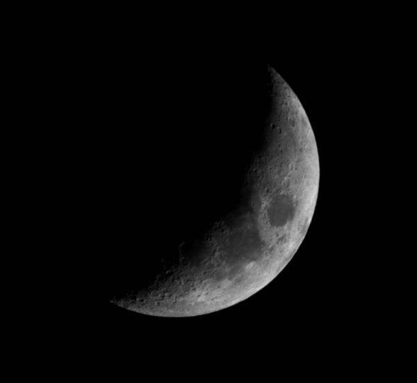 diy_900mm_lens_moon.jpg