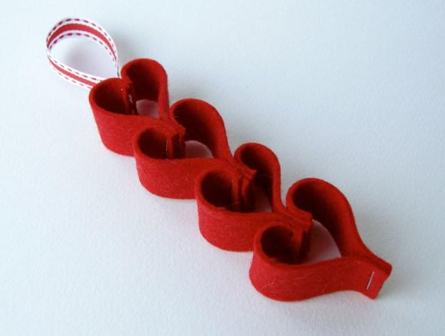 feltheartchain_ ornament1.jpg