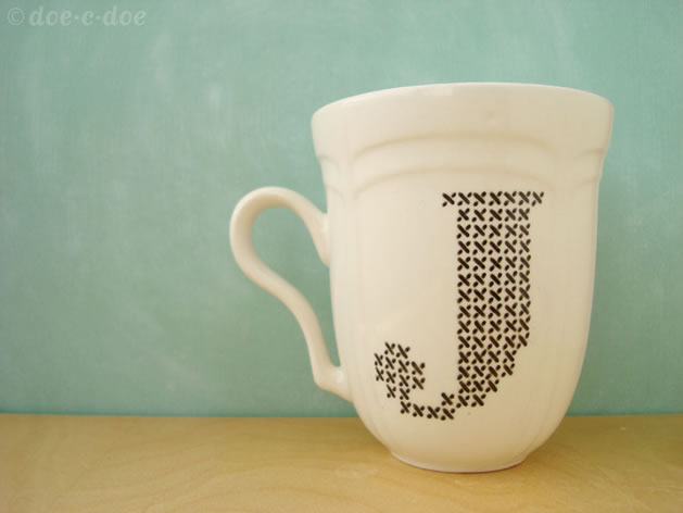 porcelaine_pen_cross_stitch_mug.jpg
