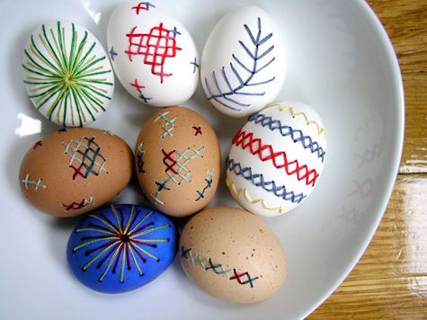 how_to_embroider_on_eggs.jpg