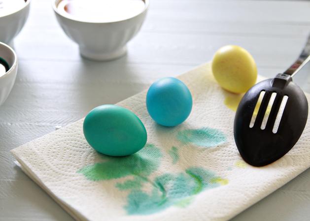 Kidskitchen-Howto-Dye-Eastereggs-Drying