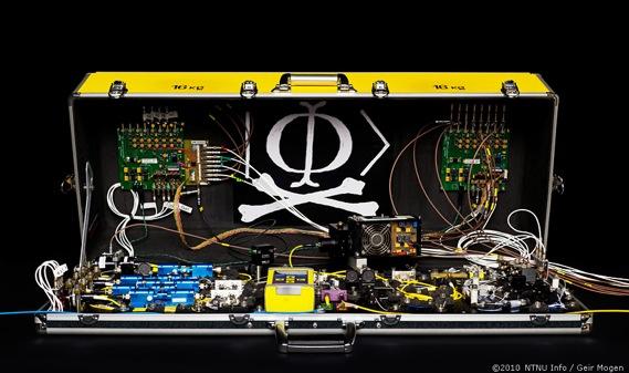 20100630-Spy-Suitcase-For Gemini Magazine-3