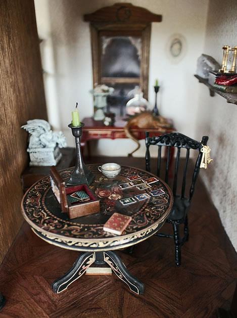 blogess_haunted_dollhouse_tarot.jpg
