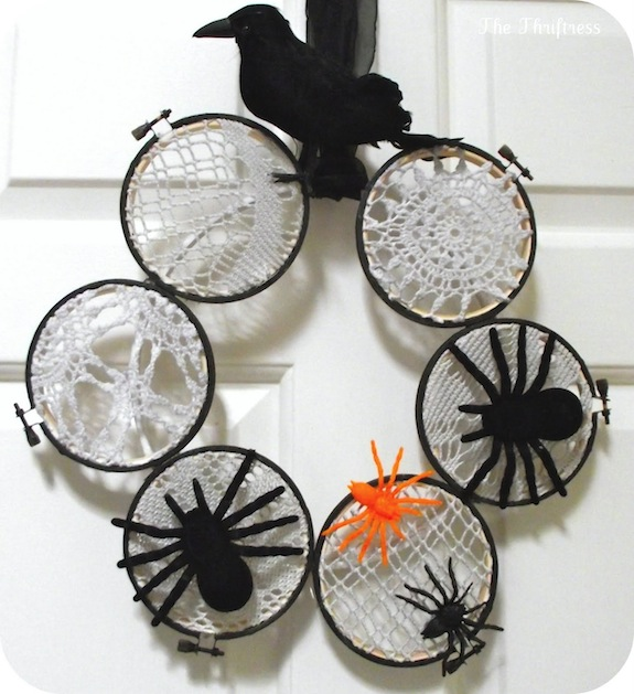 Thriftress_Embroidery_Hoop_Halloween_Wreath.jpg