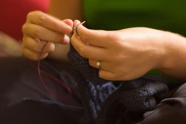 knitting_hands.jpg