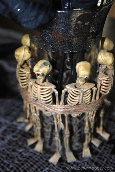 spooky_skeleton_vase.jpg