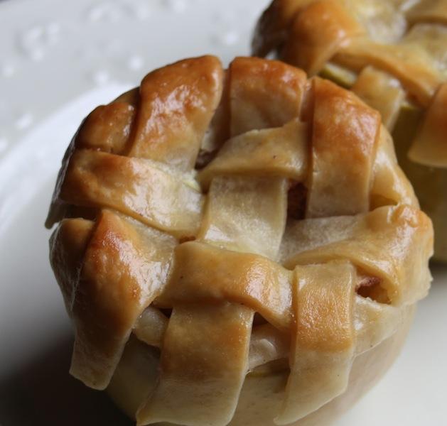 paperplatesandchina_mini_apple_pie.jpg