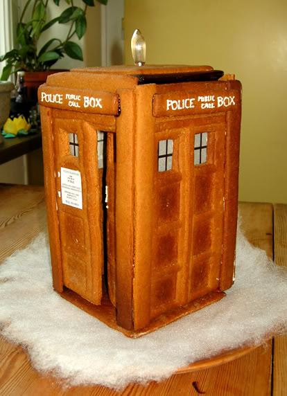 tardis_gingerbread_house.jpg
