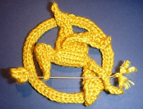 hunger_games_knit_mocking_jay_pin.JPG