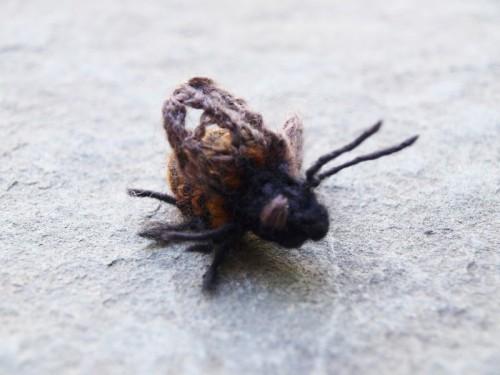 knitted-bee-1.jpg