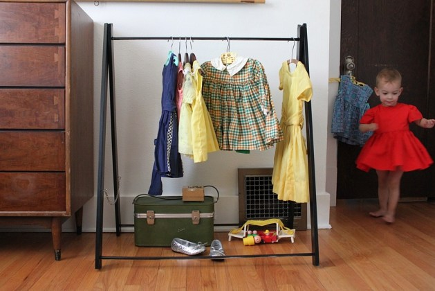 tiny_garment_rack.jpg