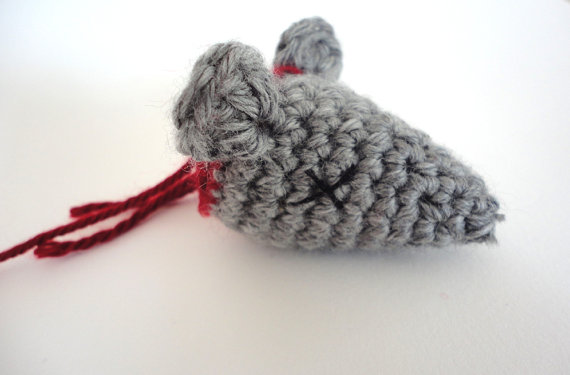 decapitated-rat-head-catnip-toy.jpg